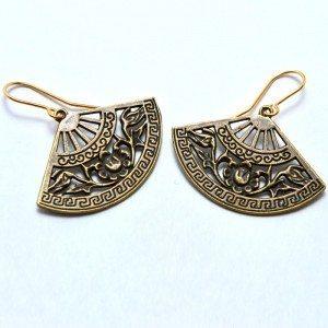 Fan-shaped metal earrings