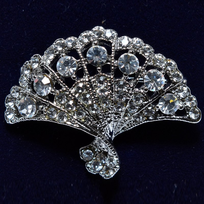 Fan-shaped crystal brooch